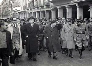 A la derecha Valentín González, acompañado de Azaña, General Miaja, Indalecio Prieto y Negrín. Madrid, 1937